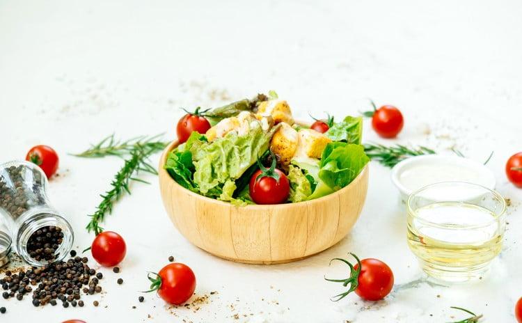 marmitex com salada